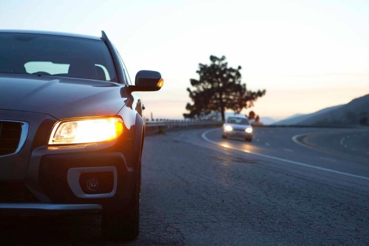 Знеділі водії зобов'язані вмикати ближнє світло назаміських дорогах