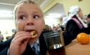 В області за несплачені батьками внески школи мстяться дітям